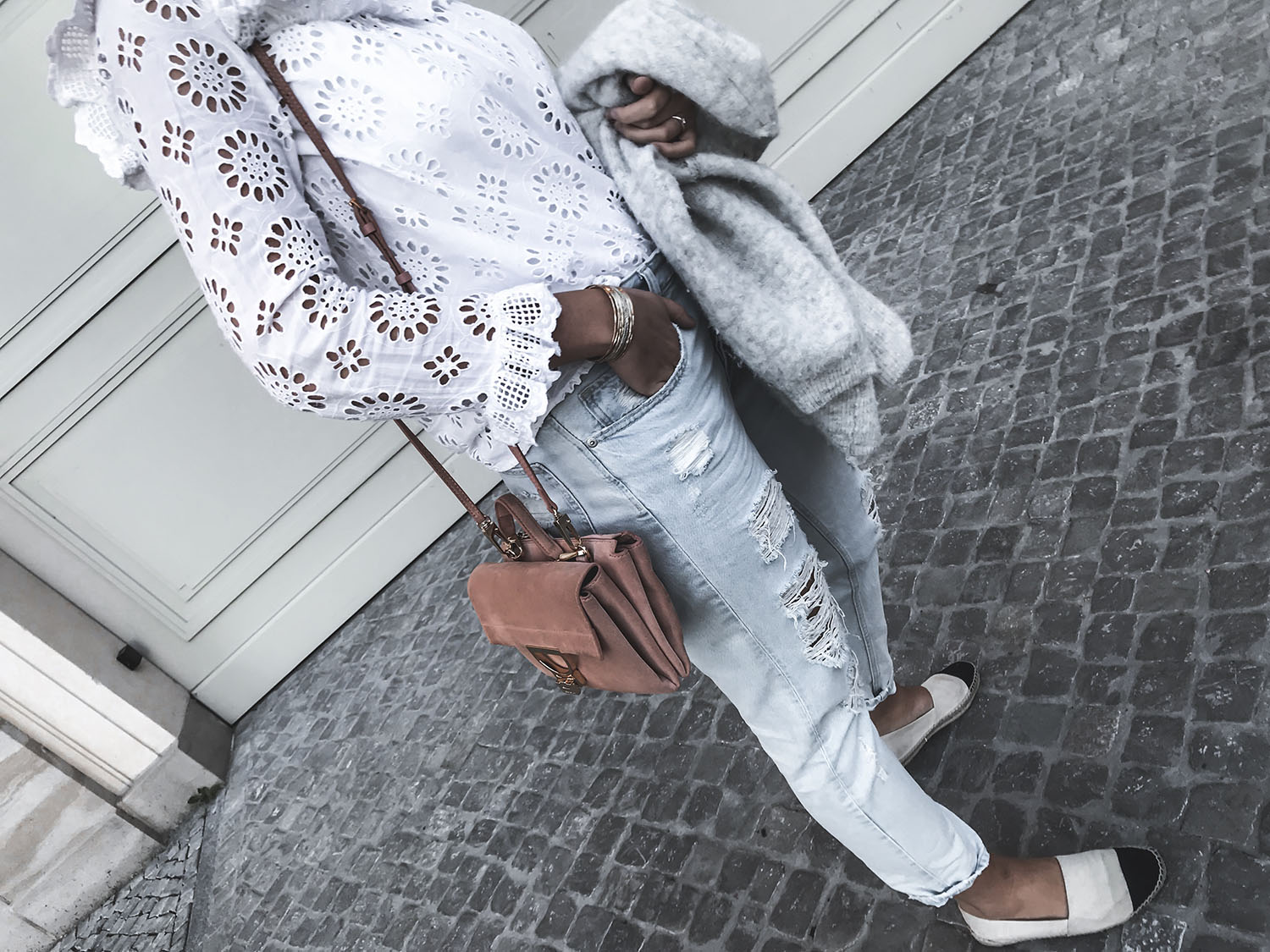Summer Look | White Blouse & Ripped Jeans